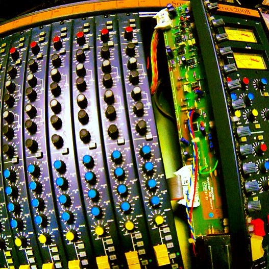 soundcraft_series200B_02.JPG